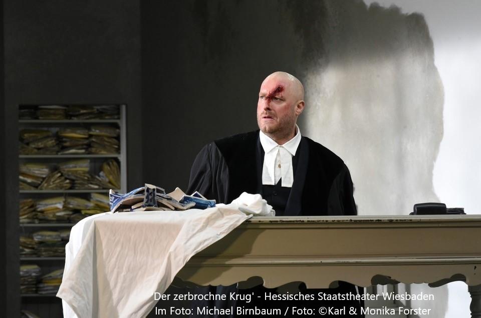 """Kleist: """"Der zerbrochne Krug"""" – Hessisches Staatstheater Wiesbaden"""