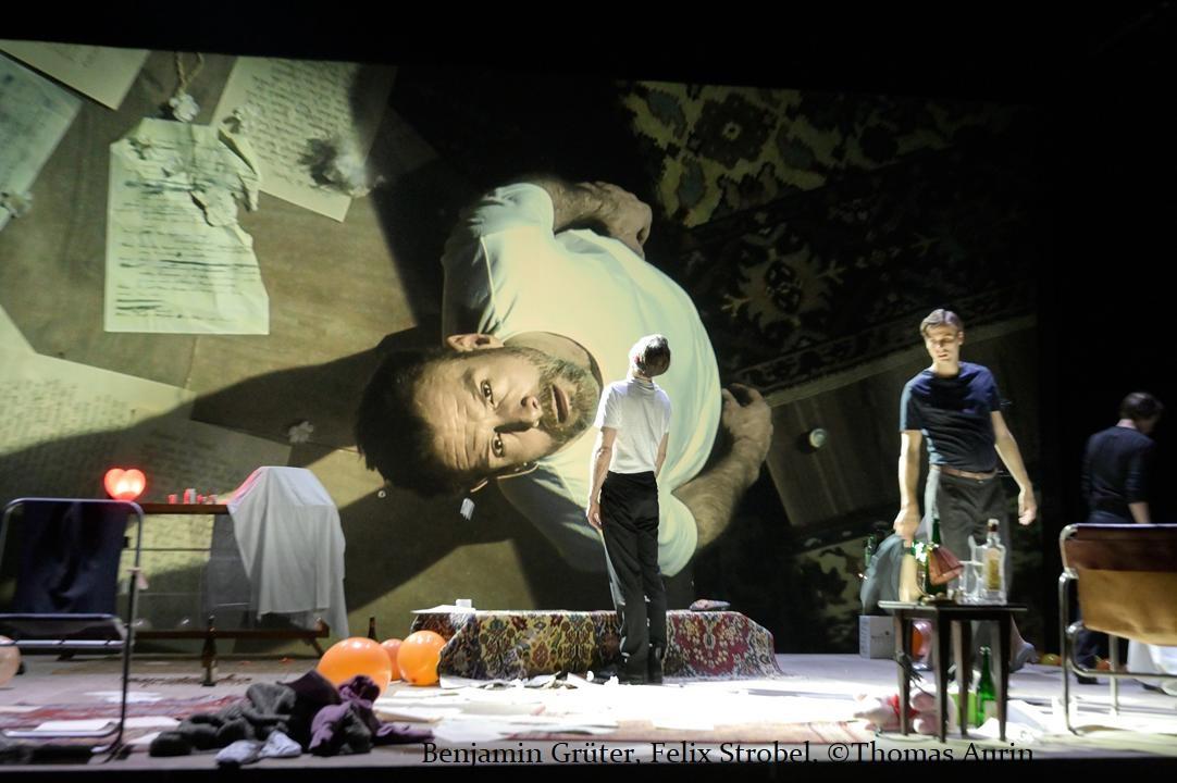 """""""Iwanow"""" – Robert Icke inszeniert Tschechow am Staatstheater Stuttgart"""